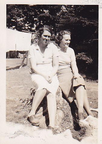 Delia Simmons, Olga Crewson 1938